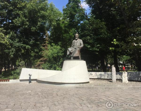 Памятник с сердцем Чистые пруды Лампадка из лезниковского гранита Октябрьская