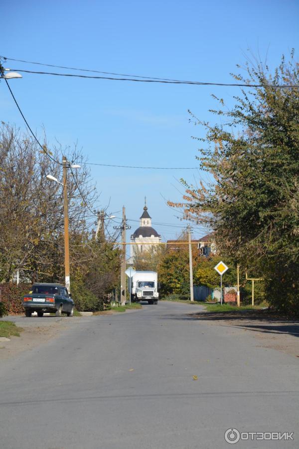 Вдалеке Преображенская церковь